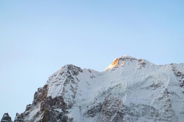 Montanha de neve na reserva nacional de yading, condado de daocheng, província de sichuan, china. Foto Premium