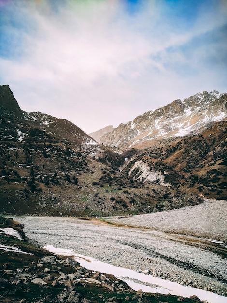 Montanha, em, a, nuvem, e, nevoeiro Foto Premium