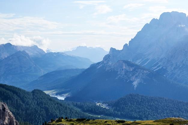 Montanhas dolomitas de sesto Foto Premium