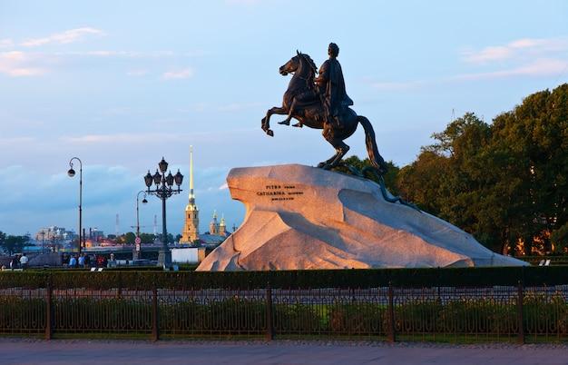 Monumento de peter o primeiro Foto gratuita