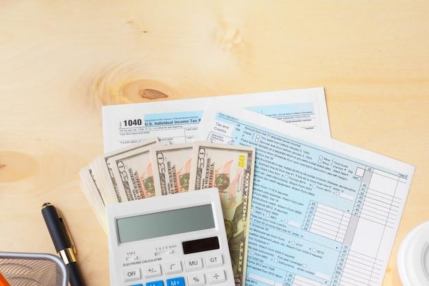 Mostrando negócios e relatório financeiro. contabilidade, dinheiro, cima Foto Premium