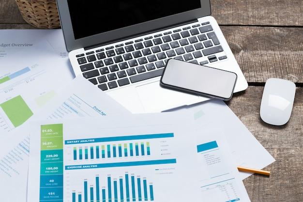 Mostrando negócios e relatório financeiro. contabilidade Foto Premium