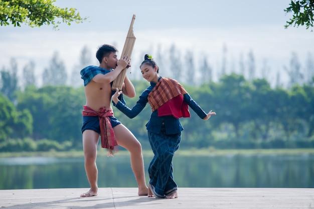 Mostrar homens do norte da ásia myanmar jovem Foto gratuita