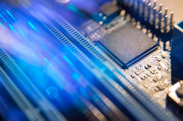 Motherboard com cabos de fibra óptica Foto Premium