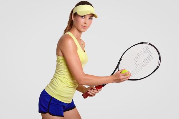 Motivado ativo experiente adorável tenista Foto gratuita