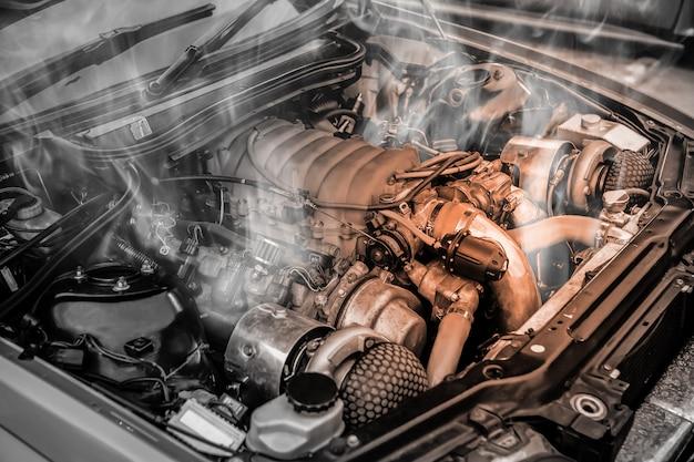 Motor de carro de músculo superaquecido Foto Premium
