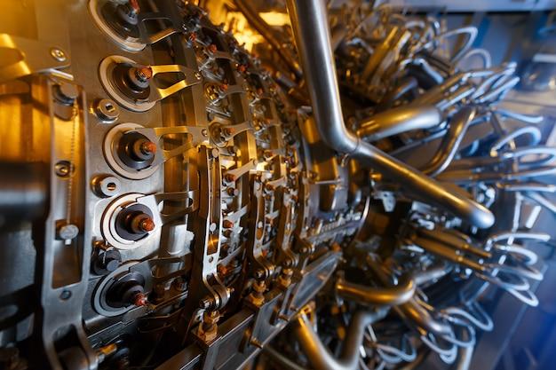 Motor de turbina a gás do compressor de gás de alimentação localizado dentro do compartimento pressurizado Foto Premium