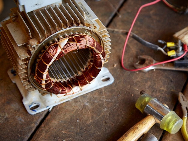 Motor elétrico desmontado velho Foto Premium