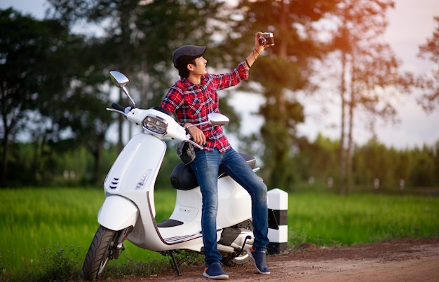 Motos de homem e branco imagens para o seu negócio Foto Premium