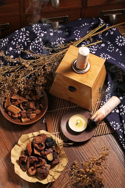 Moxabustão medicina chinesa Foto gratuita