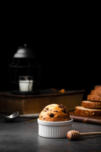 Muffin com pepitas de chocolate e mel Foto gratuita
