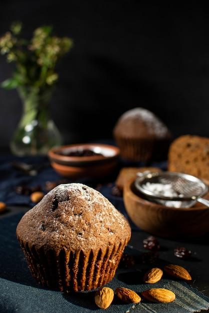 Muffin gostoso com fundo desfocado Foto gratuita