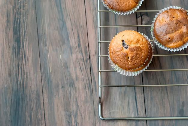 Muffins caseiros de chocolate e baunilha Foto Premium
