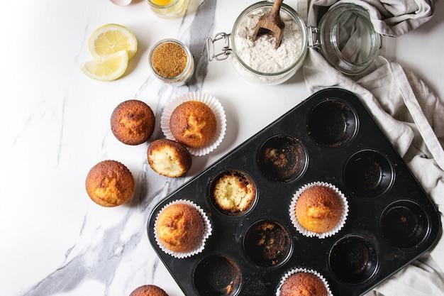 Muffins caseiros de limão Foto Premium