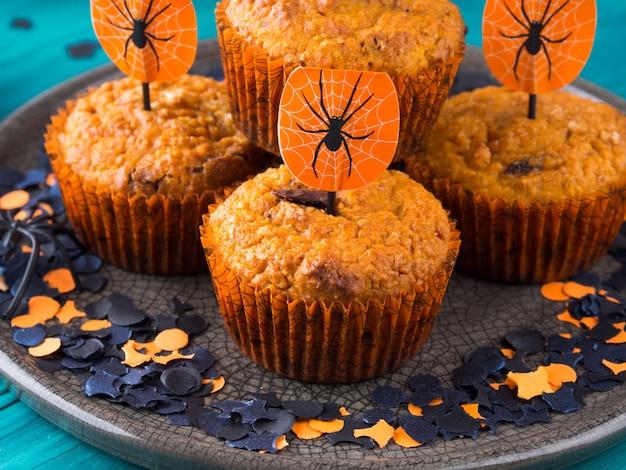 Muffins de abóbora para festa de crianças de halloween Foto Premium