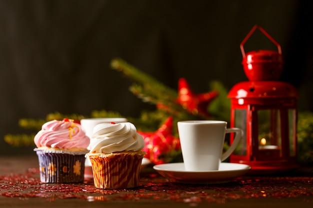Muffins de canela e chocolate. bolos caseiros de natal Foto Premium