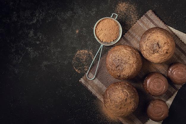 Muffins de chocolate delicioso vista superior Foto gratuita