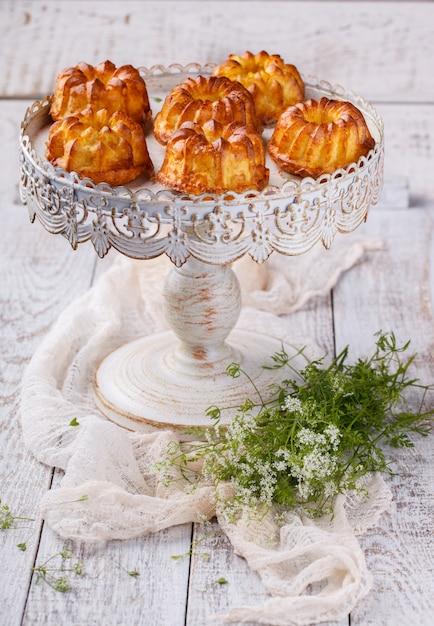 Muffins queijo cottage e farelo. Foto Premium