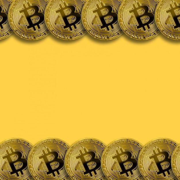 Muitos bitcoins dourados com fundo do espaço da cópia. conceito de mineração de criptomoeda Foto Premium