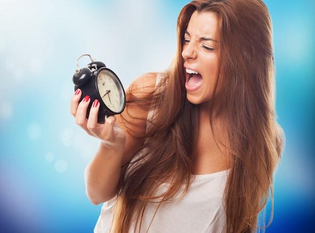 Mulher agradável é estar atrasado Foto gratuita