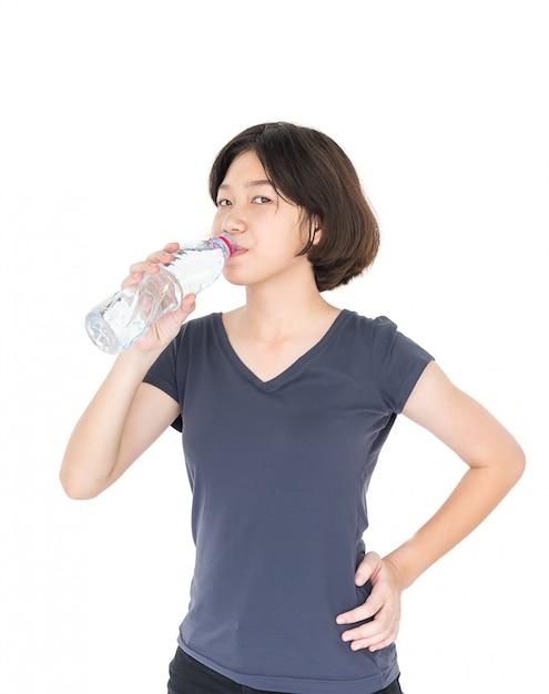 Mulher asian, bebendo, água engarrafada Foto Premium