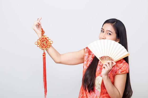Mulher asiática, desgastar, cheongsam Foto Premium
