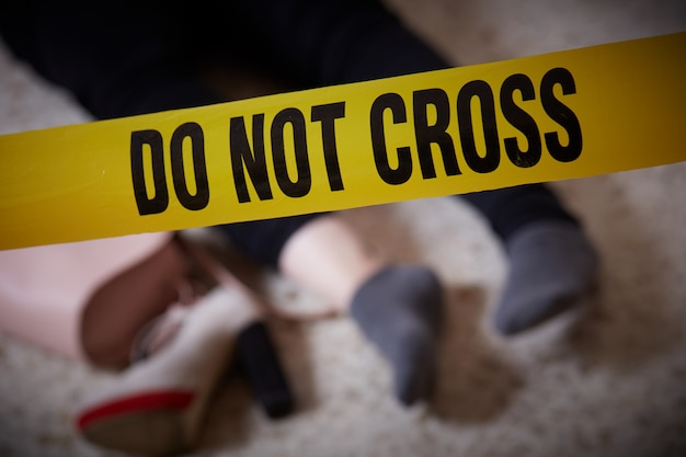 Mulher assassinada em casa Foto Premium