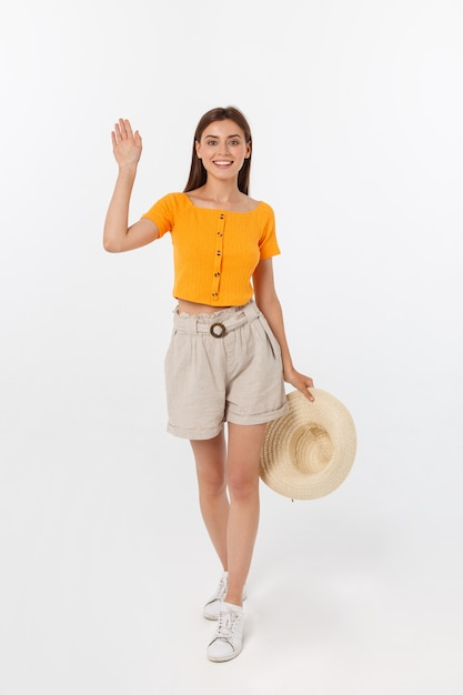 Mulher bonita com blusa laranja dizendo olá Foto Premium