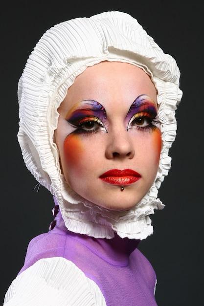 Mulher bonita em imagem de moda Foto gratuita