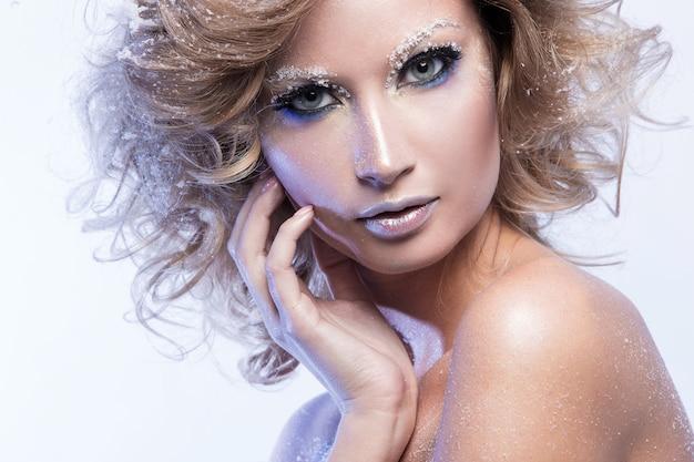 Mulher bonita maquiagem Foto gratuita