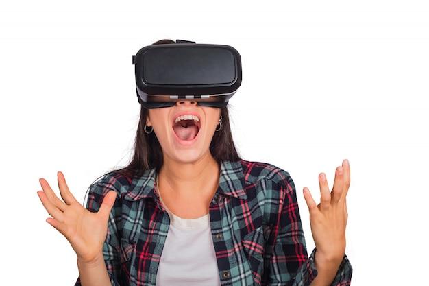 Mulher brincando com óculos de fone de ouvido vr. Foto gratuita