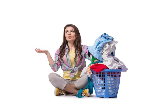 Mulher cansada depois de lavar roupa isolada no branco Foto Premium
