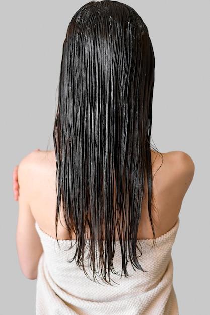 Mulher com cabelos tingidos Foto gratuita