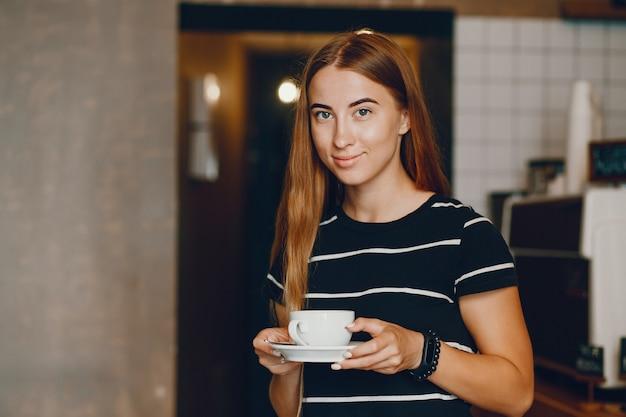 Mulher, com, café Foto gratuita