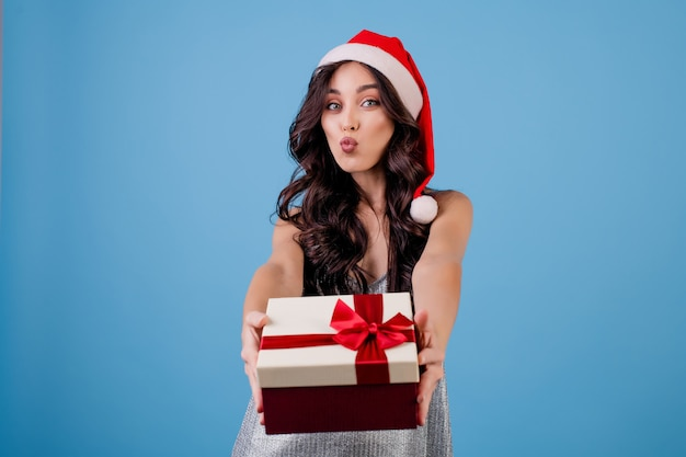 Mulher, com, caixa presente, desgastar, chapéu santa Foto Premium