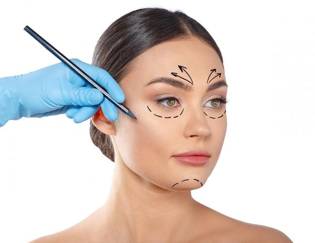 Mulher com linhas pontilhadas no rosto, cosmetologia Foto Premium
