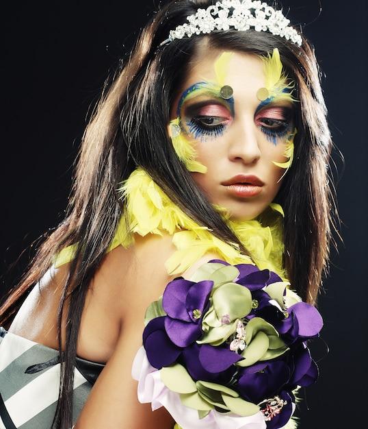 Mulher com maquiagem criativa Foto Premium