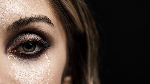 Mulher, com, olhos verdes, chorando Foto Premium