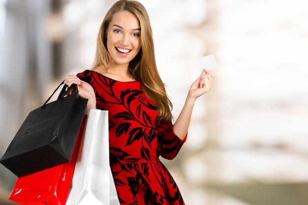 Mulher com sacolas de compras Foto Premium