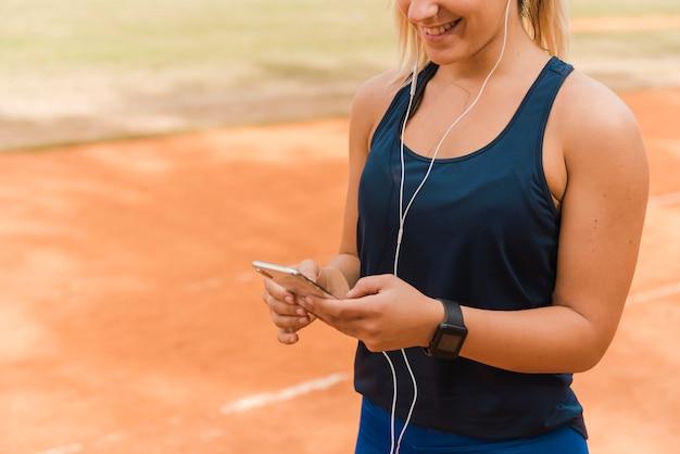 Mulher corredor, escutar música Foto gratuita