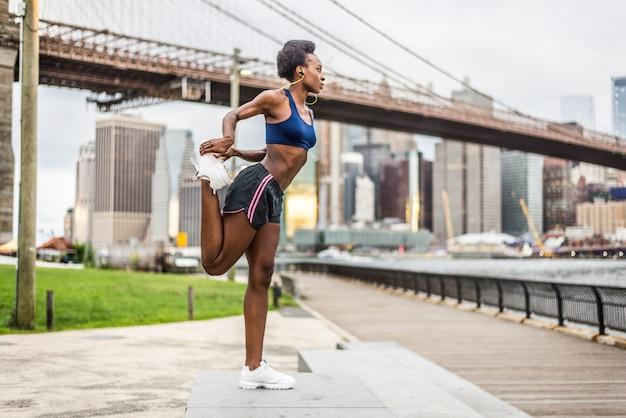 Mulher correndo em nova york Foto Premium
