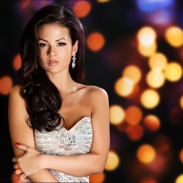 Mulher de beleza com maquiagem perfeita Foto Premium