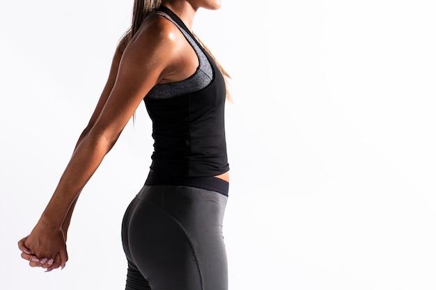Mulher de close-up, esticando os braços com cópia-espaço Foto gratuita