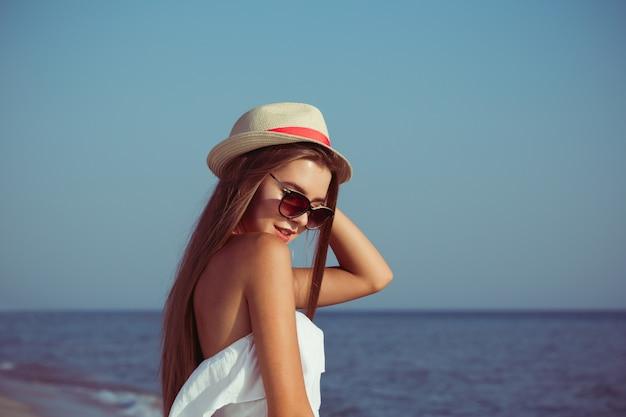 Mulher de férias de verão Foto Premium