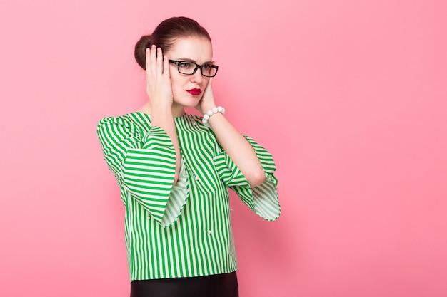 Mulher de negócios com cabelo bun Foto Premium