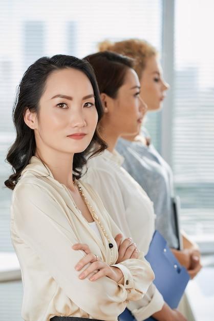 Mulher de negócios confiante Foto gratuita