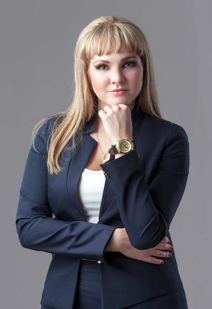 Mulher de negócios jovem e bem sucedida Foto Premium