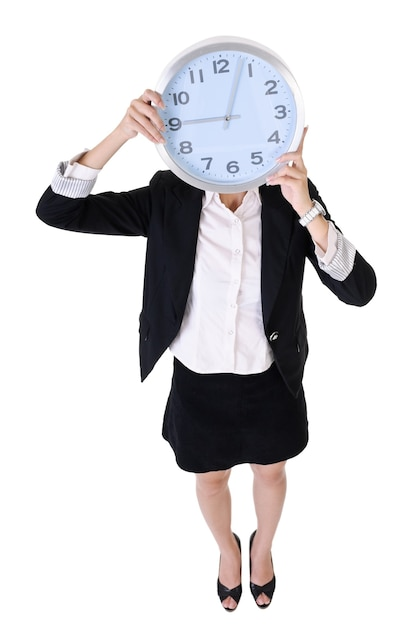 Mulher de negócios segurando o relógio, retrato de corpo inteiro isolado no fundo branco. Foto Premium