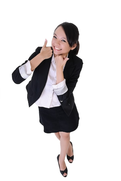 Mulher de negócios sorridente com expressão de excitação, retrato de corpo inteiro isolado no fundo branco. Foto Premium