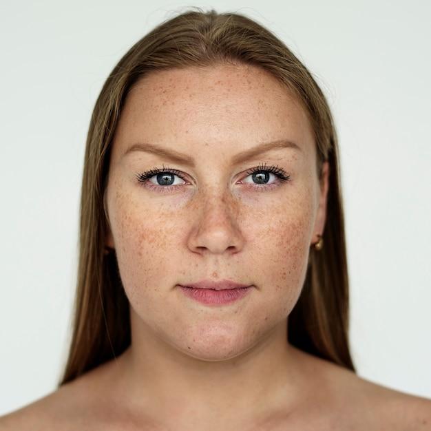 Mulher de worldface-russo em um fundo branco Foto gratuita